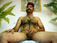 A nude turkish daddy with a very hairy body and a lot of pressure when cumshot can be seen in a turkish gay video.