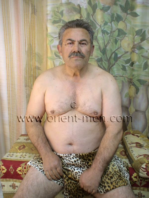 A older turkish Silverdaddy with a hard Cock, a big Cock Head and a horny Belly to hug in a turkish Gay Video. He has little Body Hair, but a Character like an original turkish Bear. His Cock has a Bush and the Ass Crack is full of Hair. go here to this turkish gay photo series