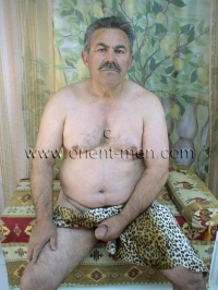A older turkish Silverdaddy with a hard Cock,