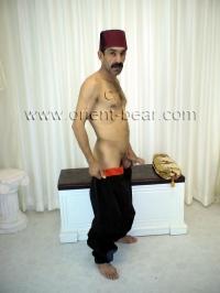 naked iraqi Man