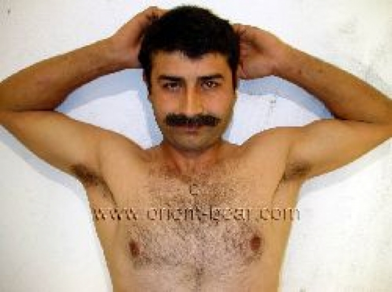 Turgut - is a turkish Adonis with a perfect hairy Body (ID149)