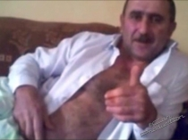 Mobil-104 - a naked Iraqi bear lies on the couch and jerks off in a kirdish gay video. (id1520)