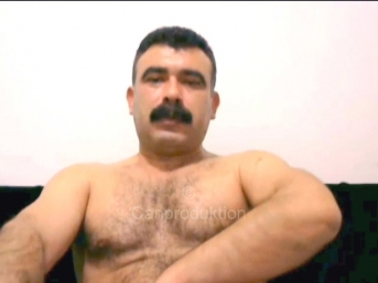 Sadri - a real naked turkish bear with a very big cock wanking in a chat seen in a turkish gay video. (id1550)