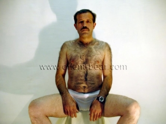 Serda - is a turkish Daddy with a very hairy upper Body (ID490)