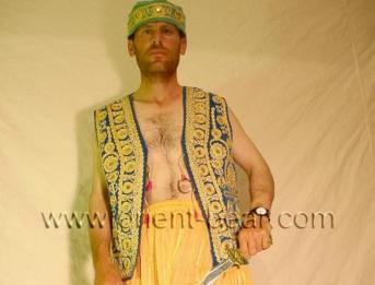 Erol - is a kurdish turkish Daddy with a perfect body and a big Portion Cum (ID562)