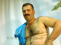 Muesluem - a strong hairy older turkish Bear with a lot of Pressure on Orgasm in a horny turkish Gay Video. (id564)