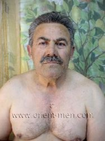 Oender - a older turkish Silverdaddy with hard Cock and a belly to hug in a turkish Gay Video. (id62)