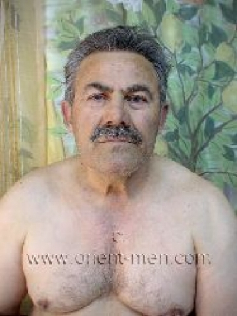 Oender - a older naked turkish Silverdaddy with hard Cock in a turkish Gay Video. (id62)