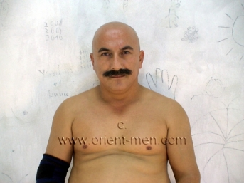 Rami - a Turkish Worker with a totally shaved Body (ID629)