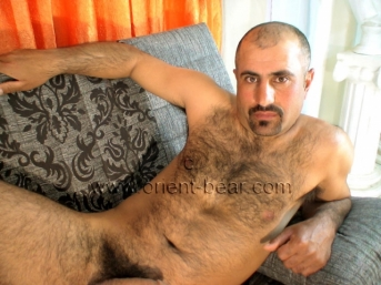 Ibis is a young handsome, athletic and very hairy turkish man with a lot of pressure on the cumshot. (id739)