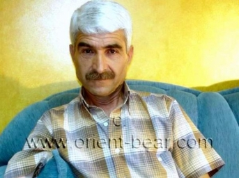 Baris - is a Kurdish Silver Daddy with a totally shaved Cock. (id894)