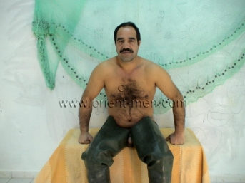 Tanju - a very hairy turkish fisherman shoots his cum on the rubber boots. (id897)