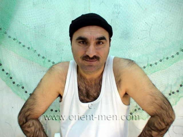 A strongly very hairy turkish man in rubber boots makes a ass show in doggy style. In this turkish gay video he plays a turkish fisherman. He only wears an undershirt and rubber boots. The undershirt he takes off, but he wears the rubber boots throughout the video. He shows his plump fully hairy ass cheek in doggy style. His butt is soft and hard, you have to beat him and kiss him. go here to this turkish gay photo series